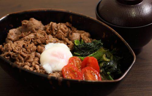 温玉のせすき焼き丼(味噌汁付き)